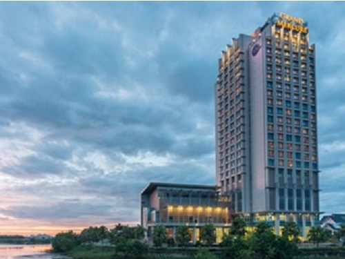 【4・5月出発限定】成田発 ベトナム航空直行便で行く!ダナンステイ4日間 <グランドメルキュール(スーペリアルーム)> ☆2011年に開業した21階建ての高層ホテル